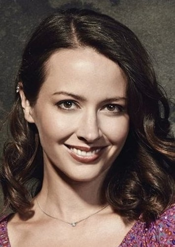 Amy Acker as Principal Valerie Drake in The Faculty