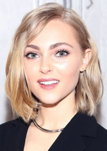 AnnaSophia Robb as Emmy in Emmy & Oliver
