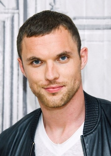 Ed Skrein as Matthew in Taxi Driver