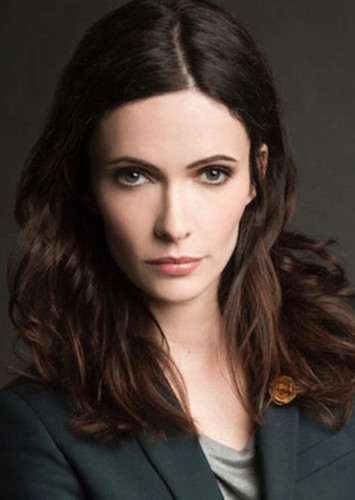 Elizabeth Tulloch as Lois Lane in Superman & Lois: The CW Series