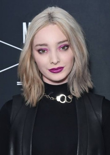 Emma Dumont as Dylan Phelps in The House on Mulberry Road