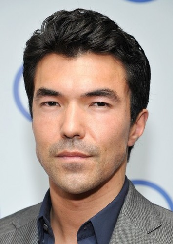 Ian Anthony Dale as Hanzo Hasashi in Scorpion (MKCU)