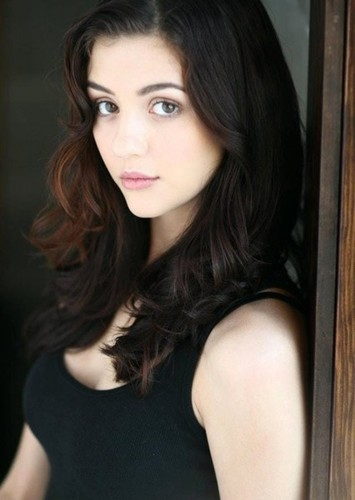 Katie Findlay as Emanuy in Psicopatici & Proffy