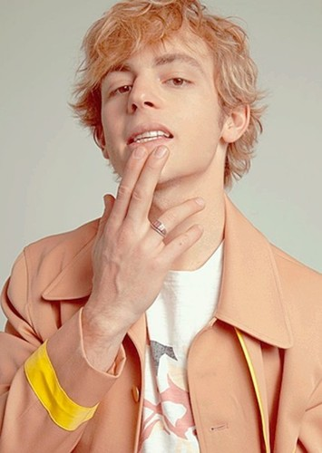 Ross Lynch as Steven Meeks in Dead Poets Society