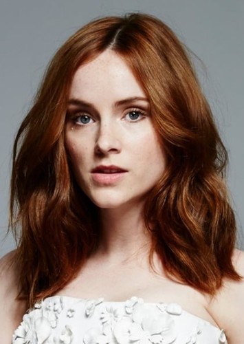 Sophie Rundle as Mari in Psicopatici & Proffy
